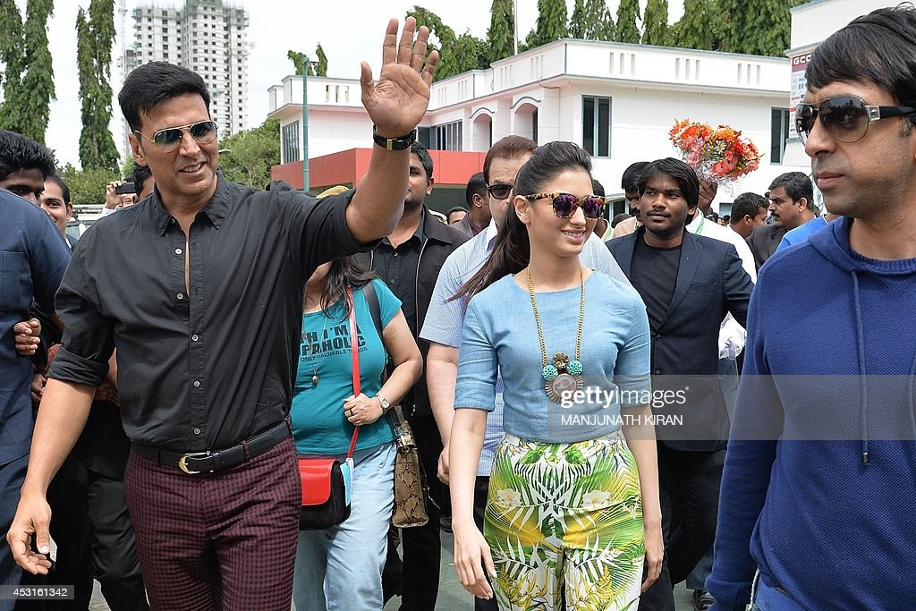 Indian Bollywood actors Akshay Kumar (L) and Tamannaah Bhatia (C) arrive at a private college for the promotion of their latest movie 'Entertainment' in Bangalore on August 4, 2014. AFP PHOTO/Manjunath KIRAN