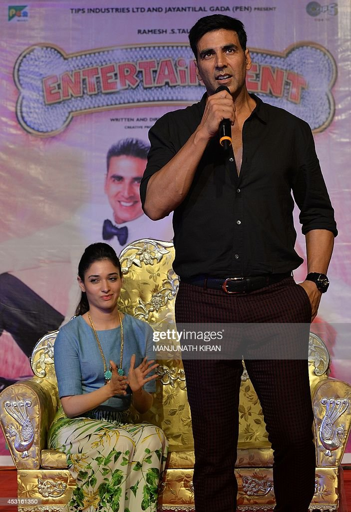Indian Bollywood actors Akshay Kumar (R) and Tamannaah Bhatia (L) take part in a promotional event at a private college for their latest movie 'Entertainment' in Bangalore on August 4, 2014. AFP PHOTO/Manjunath KIRAN