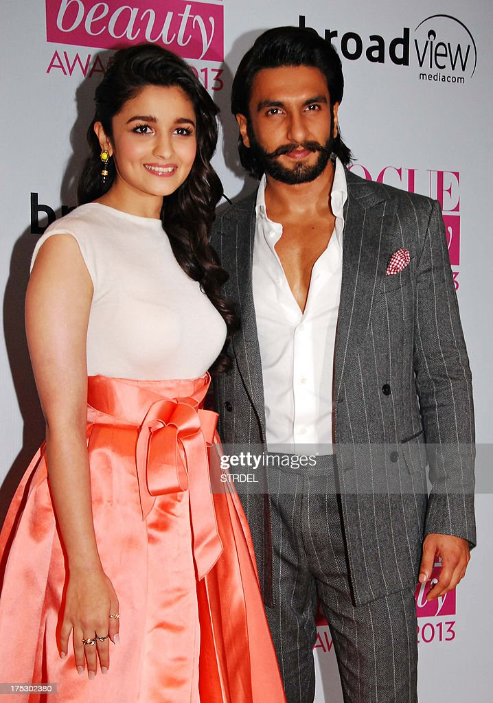 Indian Bollywood actors Alia Bhatt (L) and Ranveer Singh pose as they attend the Vogue Beauty Awards 2013 ceremony in Mumbai late August 1, 2013.