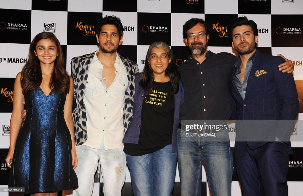 Indian Bollywood actors (L-R) Alia Bhatt, Sidharth Malhotra, Ratna Pathak, Rajat Kapur and Pakistani actor Fawad Khanattend the trailer launch of upcoming Hindi film 'Kapoor & Sons' in Mumbai on February 10, 2016. AFP PHOTO / Sujit Jaiswal / AFP / SUJIT JAISWAL