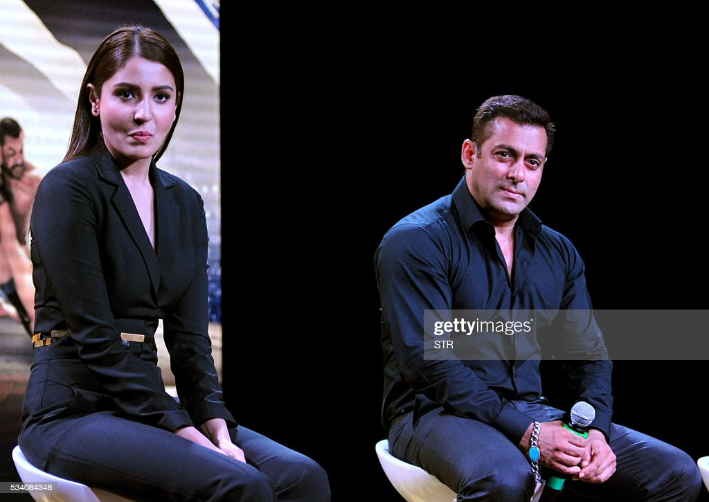 Indian Bollywood actors Anushka Sharma (L) and Salman Khan take part in a promotional event for the forthcoming Hindi film 'Sultan' directed by Ali Abbas Zafar in Mumbai on late May 24, 2016. / AFP / STR