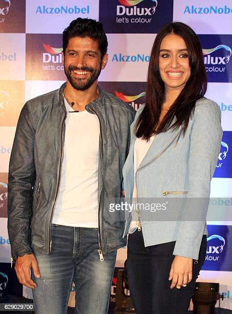 Indian Bollywood actors Farhan Akhtar and Shraddha Kapoor attend a promotional event in Mumbai on December 10 2016 / AFP /