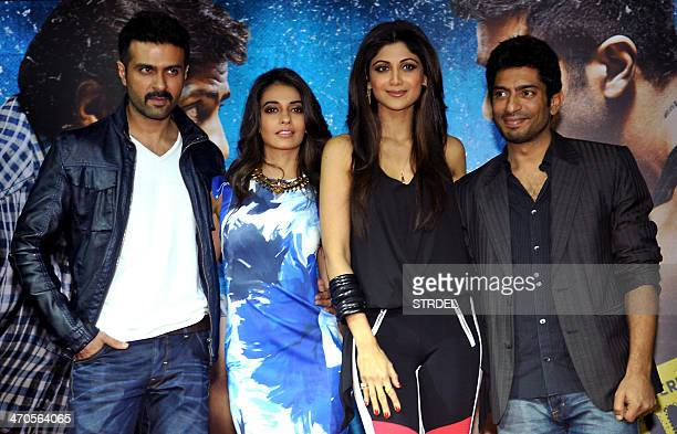 Indian Bollywood actors Harman Baweja Ayesha Khanna and Shilpa Shetty Kundra pose for a photograph during a promotional event for the forthcoming...