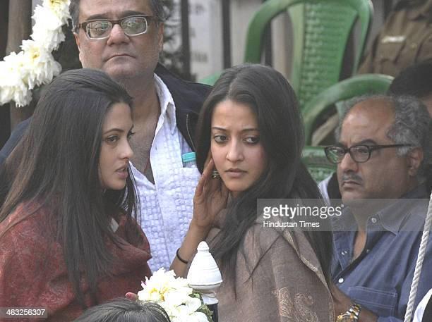 Indian Bollywood actors Riya and Raima Sen alongwith Bollywood producer Bonny Kapoor watching the creamation process of Suchitra Sen at Keoratala...