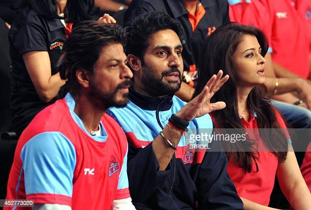 Indian Bollywood actors Shah Rukh Khan Abhishek Bachchan and Aishwarya Rai Bachchan talk during a professional kabaddi league match in Mumbai on late...