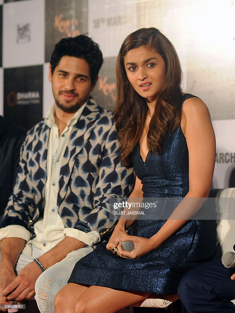 Indian Bollywood actors (L-R) Sidharth Malhotra and Alia Bhatt attend the trailer launch of upcoming Hindi film 'Kapoor & Sons' in Mumbai on February 10, 2016. AFP PHOTO / Sujit Jaiswal / AFP / SUJIT JAISWAL