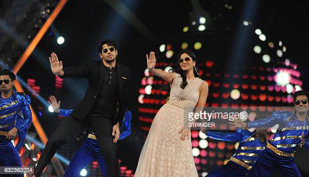 Indian Bollywood actors Sidharth Malhotra and Katrina Kaif perform at the 'Umang Mumbai Police Show 2017 in Mumbai on January 21 2017 / AFP / STRINGER