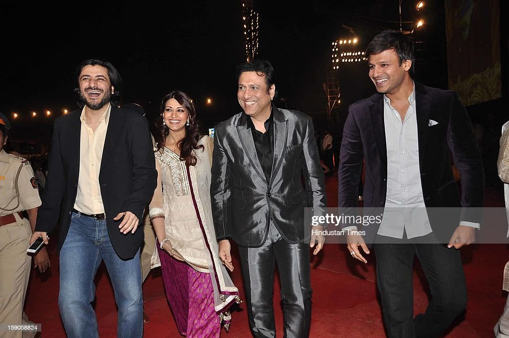 Indian bollywood actors Sonali Bendre, Govinda (2R) and Vivek Oberoi (R) during the Umang Mumbai Police Annual Show 2013 at Andheri Sports Complex on January 5, 2013 in Mumbai, India.