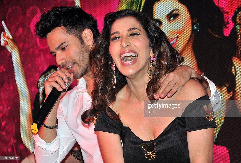 Indian Bollywood actors Varun Dhawan and Sophie Choudry take part in a promotional event in Mumbai on August 27 2016 / AFP / STR