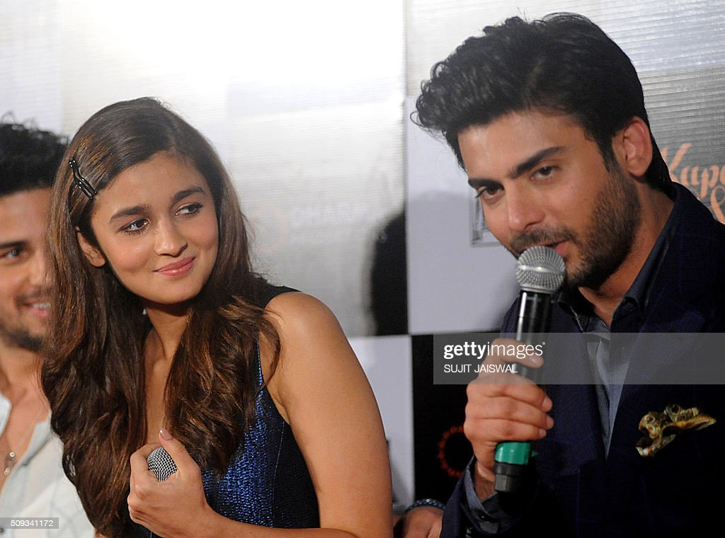 Indian Bollywood actress Alia Bhatt (L) and Pakistani actor Fawad Khan attend the trailer launch of upcoming Hindi film 'Kapoor & Sons' in Mumbai on February 10, 2016. AFP PHOTO / Sujit Jaiswal / AFP / SUJIT JAISWAL