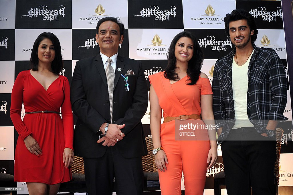 Indian Bollywood actress Anjana Sukhania (L) , Vivek Kumar CEO Aamby Valley City and Hotel Saara Star shared(2L), actress Parineeti Chopra (2R), and actor Arjun Kapoor pose for a photo at the New Year Extravaganza 'Glitterati 2013' at Aamby Valley City and Hotel Sahara Star, in Mumbai on December 11, 2012.