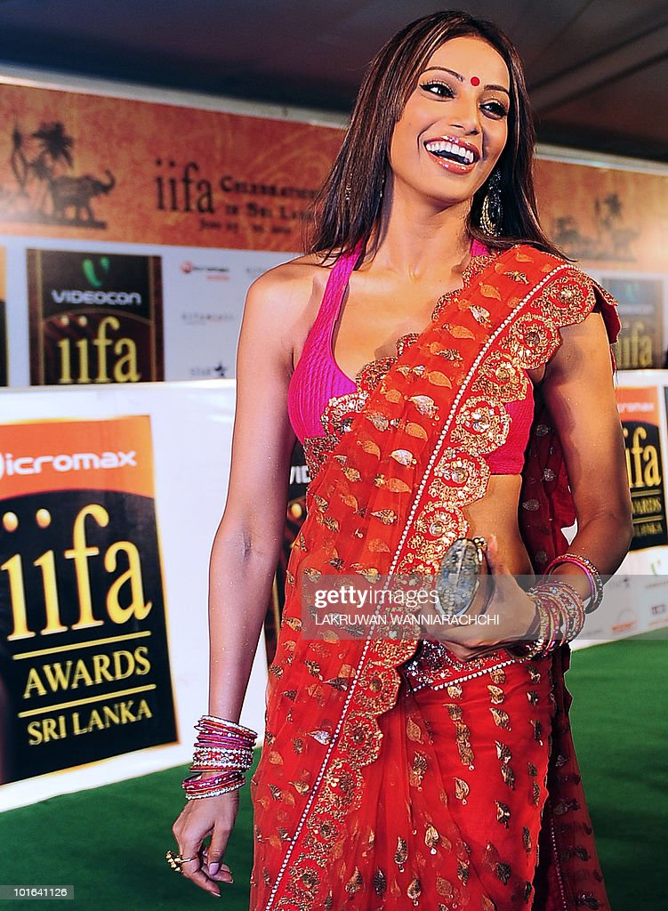 Indian Bollywood actress Bipasha Basu arrives at the International Indian Film Academy (IIFA) awards in Colombo on June 5, 2010. Bollywood actors arrived in Sri Lanka to attend the three-day International Indian Film Academy (IIFA) awards and surrounding events that begun in Colombo on June 3. AFP PHOTO/ Lakruwan WANNIARACHCHI.