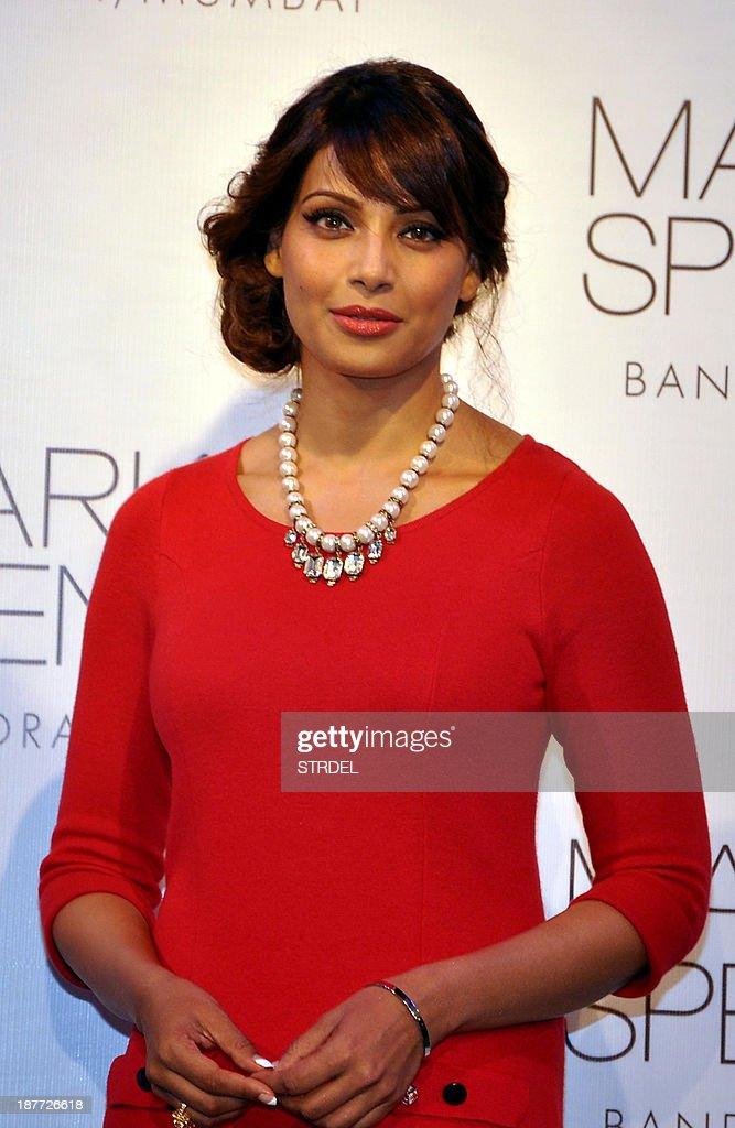 Indian Bollywood actress Bipasha Basu poses during a promotional event in Mumbai on November 11, 2013. AFP PHOTO/STR
