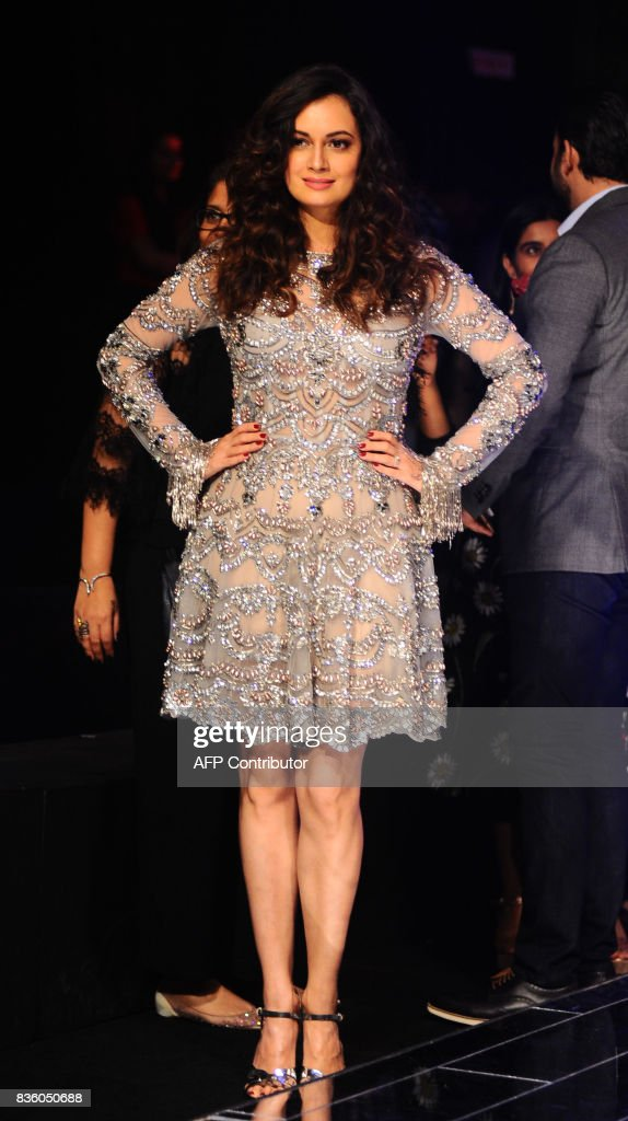 Indian Bollywood actress Dia Mirza poses for a photograph during the grand finale of Lakme Fashion Week (LFW) Winter/Festive 2017 in Mumbai on August 20, 2017. Lakme Fashion Week is taking place in Mumbai from August 16-20. / AFP PHOTO / Sujit Jaiswal