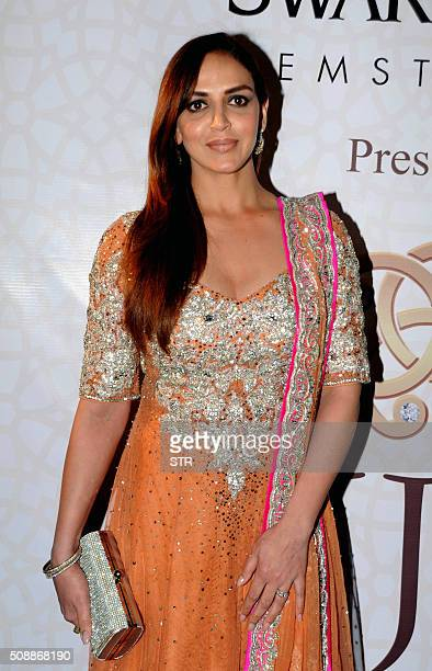 Indian Bollywood actress Esha Deol attends the 'National Jewellery Awards 2016' ceremony in Mumbai on February 6 2016 AFP PHOTO / AFP / STR