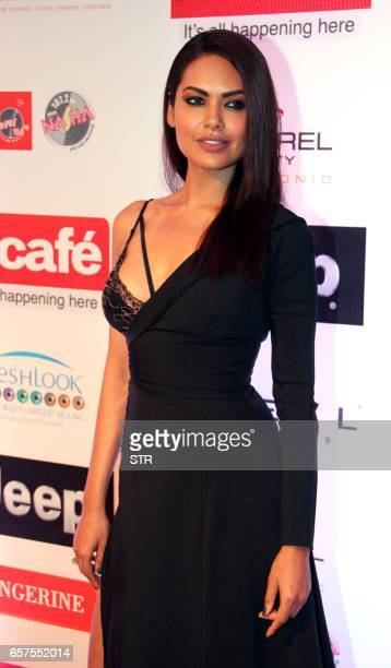 Indian Bollywood actress Esha Gupta poses as she attends the 'HT Most Stylish' awards ceremony in Mumbai late March 24 2017 PHOTO / STR