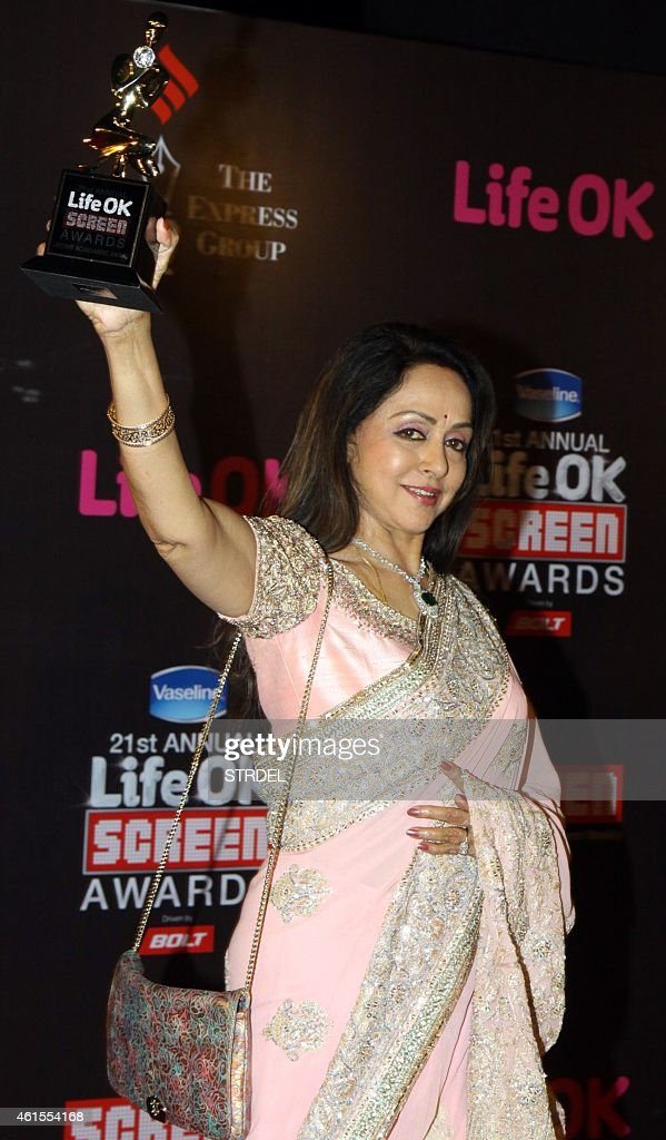Indian Bollywood actress <a gi-track='captionPersonalityLinkClicked' href=/galleries/search?phrase=Hema+Malini&family=editorial&specificpeople=1026787 ng-click='$event.stopPropagation()'>Hema Malini</a> attends the 'Life OK Screen Awards 2015' in Mumbai on January 14, 2015.