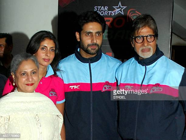 Indian Bollywood actress Jaya Bachchan her daughter Shweta Bachchan her son actor Abhishek Bachchan and her husband actor Amitabh Bachchan pose for a...