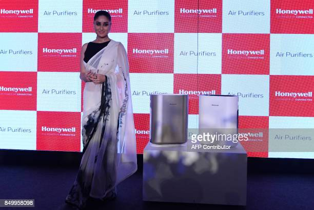 Indian Bollywood actress Kareena KapoorKhan poses for a photograph during a promotional event in New Delhi on September 20 2017 / AFP PHOTO / SAJJAD...