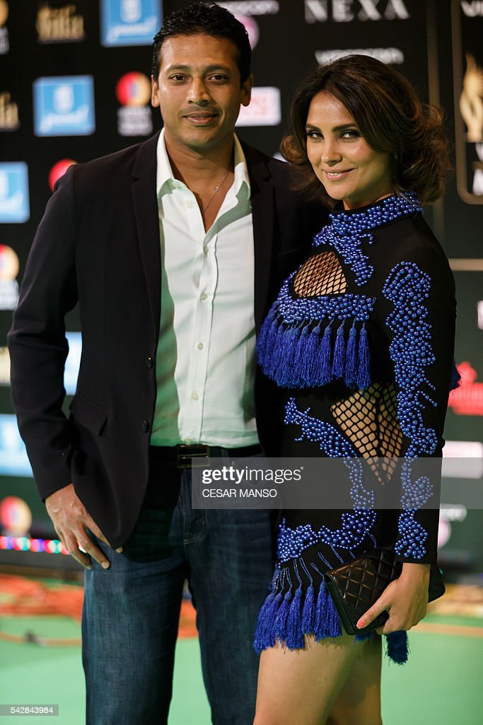 Indian Bollywood actress Lara Dutta (R) and her husband tennis player Malesh Bhupathi pose on the green carpet as she arrives to the 17th edition of IIFA Awards (International Indian Film Academy Awards) in Madrid on June 24, 2016. The IIFA Awards are presented annually by the International Indian Film Academy to honour both artistic and technical excellence of professionals in Bollywood, the Hindi language film industry. / AFP / CESAR