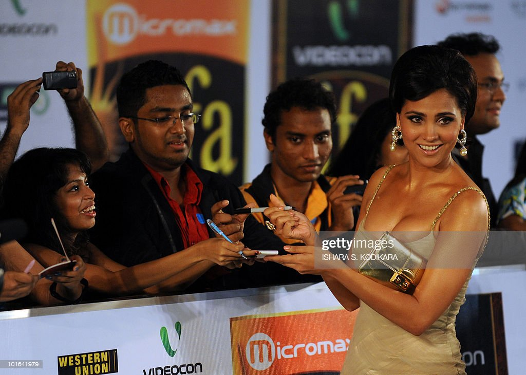 Indian Bollywood actress Lara Dutta signs autographs for fans during at the International Indian Film Academy (IIFA) awards in Colombo on June 5, 2010. Bollywood actors arrived in Sri Lanka to attend the three-day International Indian Film Academy (IIFA) awards and surrounding events that begun in Colombo on June 3. AFP PHOTO/Ishara S. KODIKARA