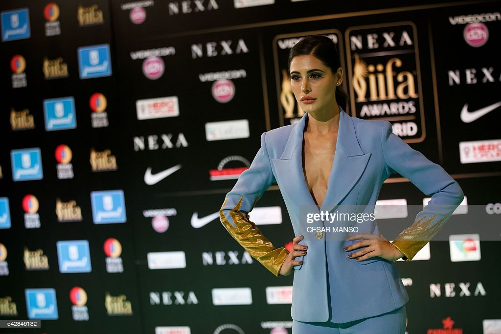 Indian Bollywood actress Nargis Fakhri poses on the green carpet as she arrives to the 17th edition of IIFA Awards (International Indian Film Academy Awards) in Madrid on June 24, 2016. The IIFA Awards are presented annually by the International Indian Film Academy to honour both artistic and technical excellence of professionals in Bollywood, the Hindi language film industry. / AFP / CESAR