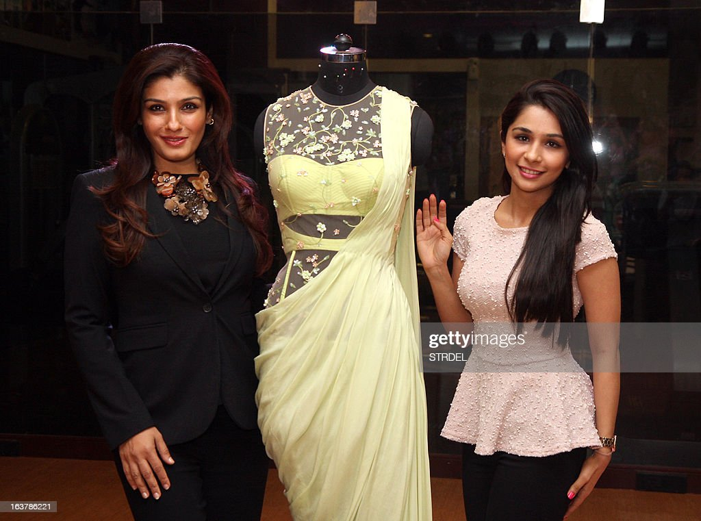 Indian Bollywood actress Raveena Tandon (L) poses for a photo during a showcase for the upcoming Lakme Fashion Week Spring Summer 2013 by Sonaakshi Raaj (R) in Mumbai on March 15, 2013. AFP PHOTO/ STR