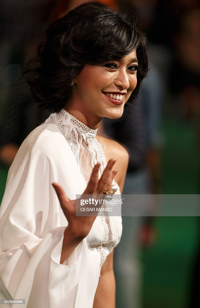 Indian Bollywood actress Sayani Gupta poses on the green carpet as she arrives to the 17th edition of IIFA Awards (International Indian Film Academy Awards) in Madrid on June 24, 2016. The IIFA Awards are presented annually by the International Indian Film Academy to honour both artistic and technical excellence of professionals in Bollywood, the Hindi language film industry. / AFP / CESAR