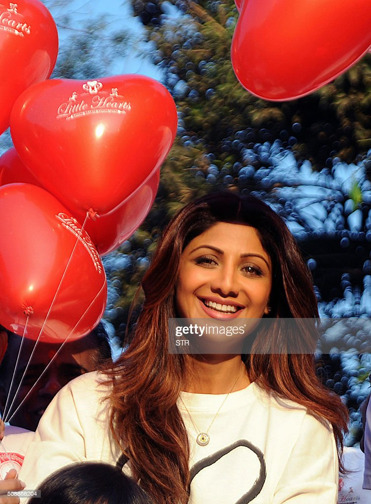 Indian Bollywood actress Shilpa Shetty poses during the annual 'Little Hearts Marathon 2016' organized by BJ Wadia Children's Hospital and Siddhivinayak Trustees in Mumbai on February 7, 2016. AFP PHOTO / AFP / STR