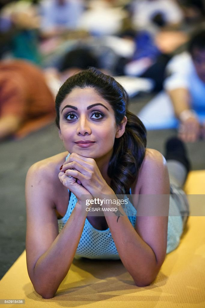 Indian Bollywood actress Shilpa Shetty practices yoga during the Stomp Yoga Masterclass part of the 17th edition of IIFA Awards (International Indian Film Academy Awards) in Madrid on June 24, 2016. The IIFA Awards are presented annually by the International Indian Film Academy to honour both artistic and technical excellence of professionals in Bollywood, the Hindi language film industry. / AFP / CESAR