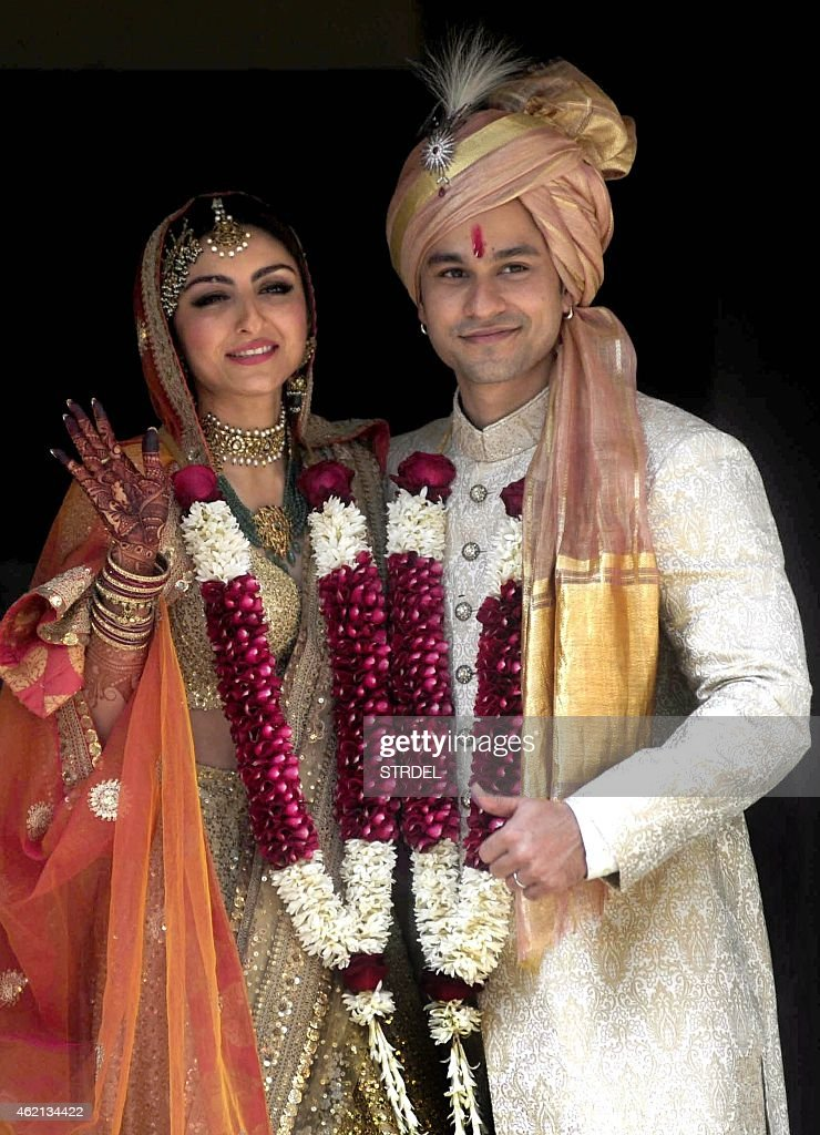 Indian Bollywood actress <a gi-track='captionPersonalityLinkClicked' href=/galleries/search?phrase=Soha+Ali+Khan&family=editorial&specificpeople=691303 ng-click='$event.stopPropagation()'>Soha Ali Khan</a> (R) and Kunal Khemu pose during their wedding in Mumbai on January 25, 2015.