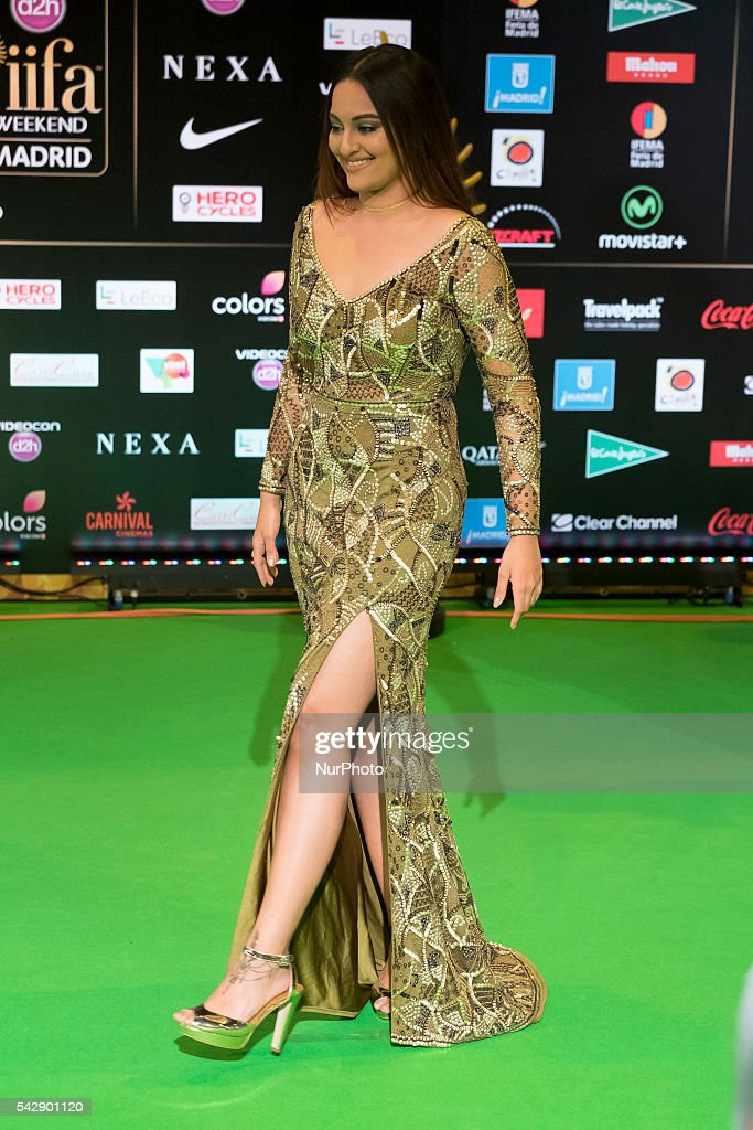 Indian Bollywood actress <a gi-track='captionPersonalityLinkClicked' href=/galleries/search?phrase=Sonakshi+Sinha&family=editorial&specificpeople=5781347 ng-click='$event.stopPropagation()'>Sonakshi Sinha</a> poses on the green carpet as she arrives to the 17th edition of IIFA Awards (International Indian Film Academy Awards) in Madrid on June 24, 2016.