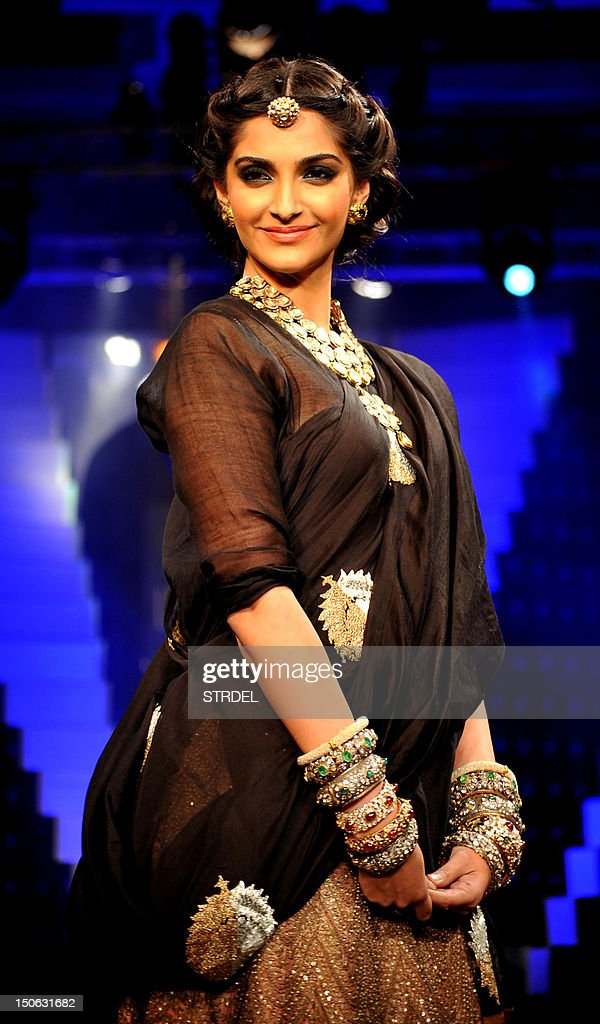 Indian Bollywood actress Sonam Kapoor walks the ramp during the grand finale of India International Jewellery Week 2012 (IIJW) in Mumbai on August 23, 2012. AFP PHOTO/STR