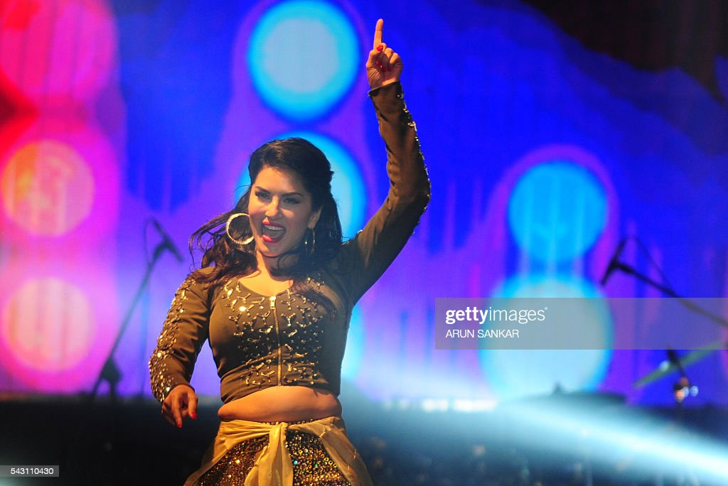 Indian Bollywood actress Sunny Leone performs during an event in Chennai on late 25 June, 2016. / AFP / ARUN