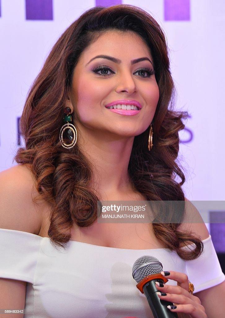 <b>Bollywood Actress Urvashi Rautela</b> Hot In Backless Blouse - YouTube