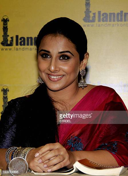 Indian Bollywood actress Vidya Balan poses during the unveiling of the book 'Unhooked' by Munmun Ghose in Mumbai on October 5 2012 AFP PHOTO/STR