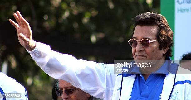 Indian Bollywood celebrity Vinod Khanna poses during the Standard Chartered Mumbai Marathon 2012 in Mumbai on January 15 2012 AFP PHOTO/STR