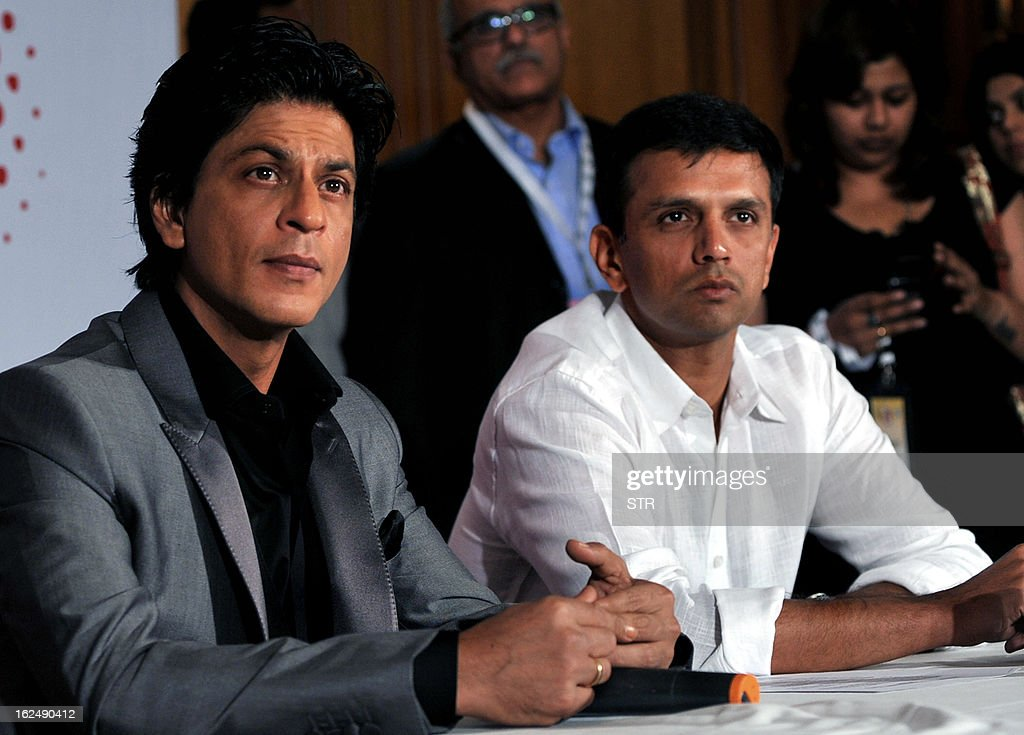 Indian Bollywood film actor Shah Rukh Khan (L) and former Indian cricketer Rahul Dravid attend a press conference on the occasion of the Toyota University Cricket Championship (TUCC) first match of the season in Mumbai on February 23, 2013. AFP PHOTO