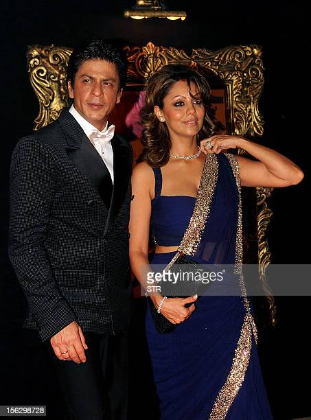 Indian Bollywood film actor Shahrukh Khan and his wife Gauri Khan pose on the red carpet at the premiere of the Hindi film 'Jab Tak Hai Jaan' in...