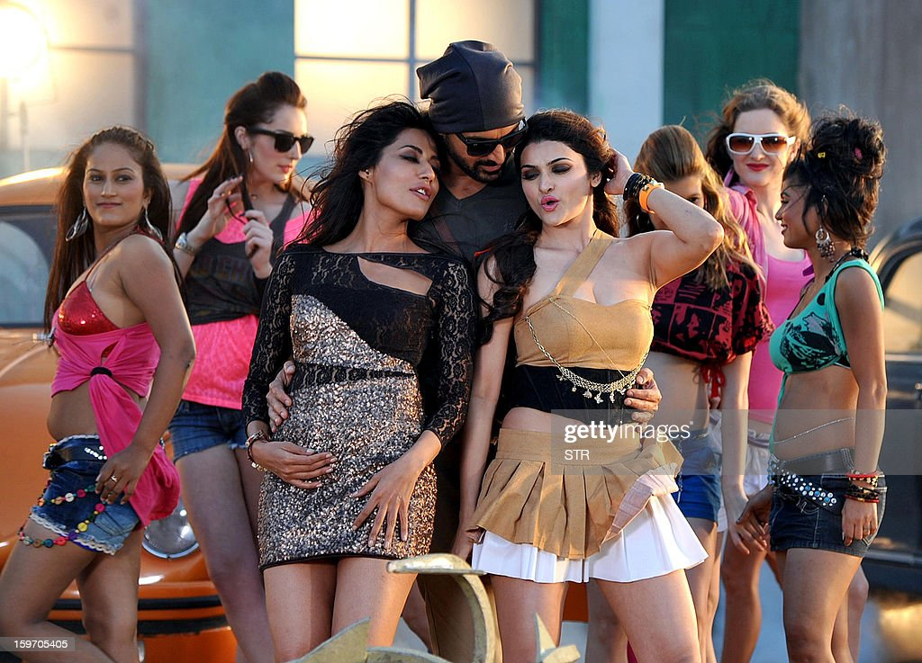 Indian Bollywood film actors Chitrangda Singh,(C-L), John Abraham (C) and Prachi Desai (C-R) pose on location during the shooting of the upcoming Hindi film 'I Me Aur Main' song directed by debutant Kapil Sharma at Kamalistan Studio in Mumbai on January 18, 2013. AFP PHOTO