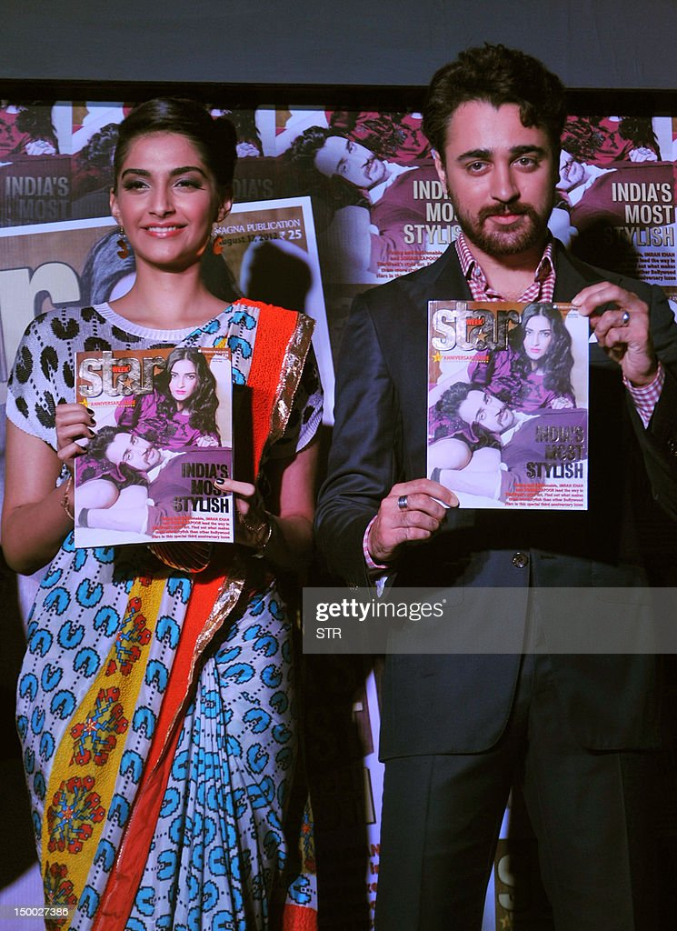 Indian Bollywood film actors Sonam Kapoor (L) and Imran Khan pose during the unveiling of the third anniversary edition of 'Star Week' in Mumbai on August 8, 2012. AFP PHOTO