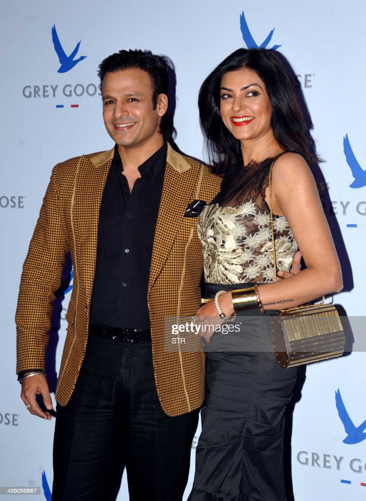 Indian Bollywood film actors Vivek Oberoi (L) and Sushmita Sen pose during the 'Grey Goose Style Du Jour' Spring-Summer collection fashion show in Mumbai on December 10, 2013.