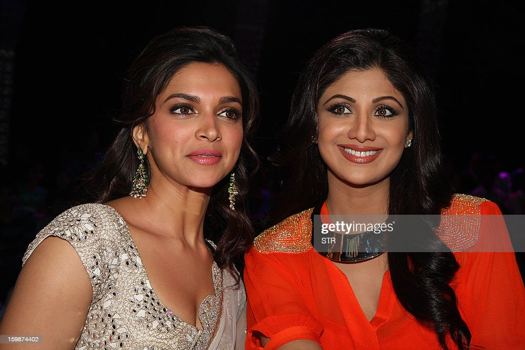 Indian Bollywood film actress Deepika Padukone (L) poses with film actress Shilpa Shetty during a promotional event on the set of the television dance show 'Nach Baliye 5' in Mumbai on January 22, 2013.