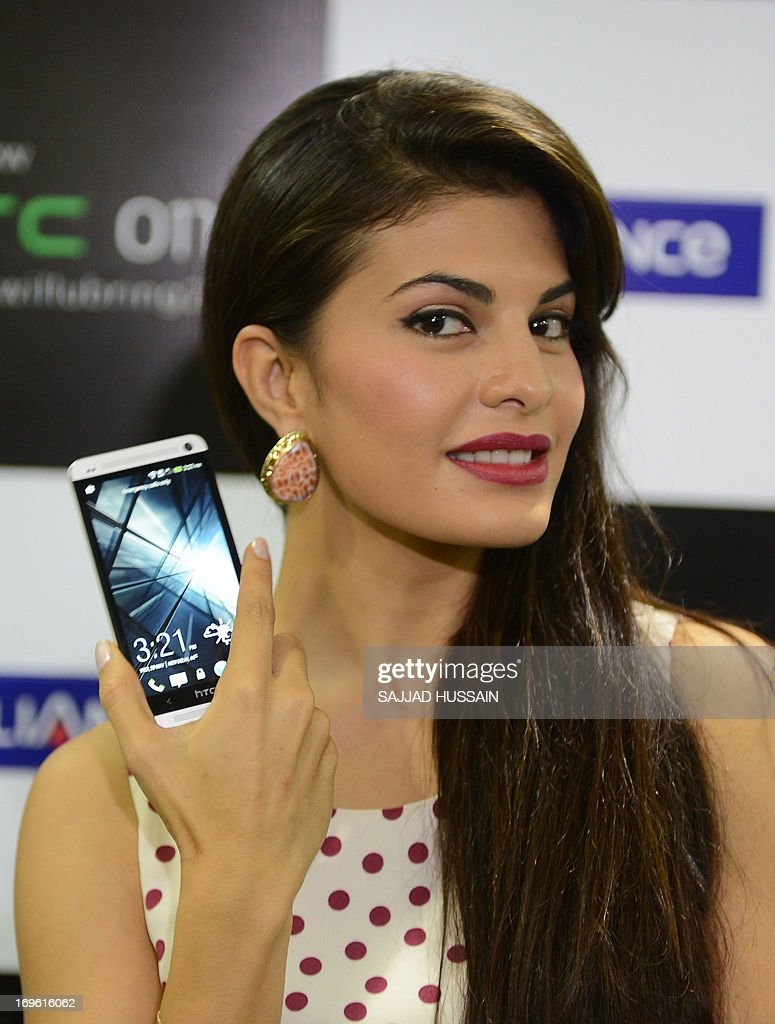 Indian Bollywood film actress Jacqueline Fernandez displays the newly launched new HTC One smartphone at a function in New Delhi on May 29, 2013. The HTC One is an Android smartphone manufactured by Taiwanese manufacturer HTC who have tied up with Reliance to offer packs for their flagship phone.