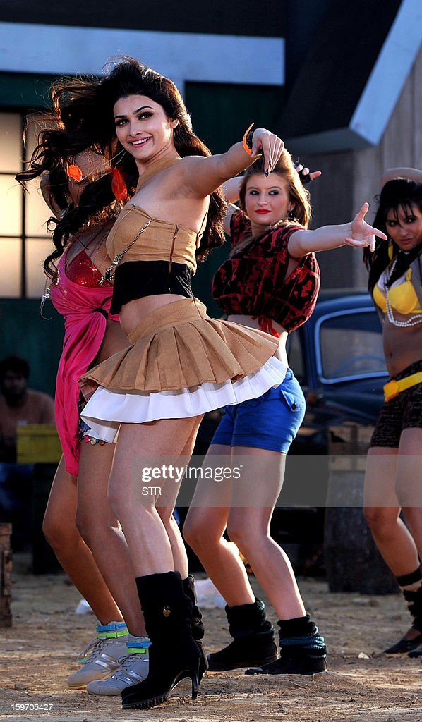 Indian Bollywood film actress Prachi Desai performs on location during the shooting of the upcoming Hindi film 'I Me Aur Main' song directed by debutant Kapil Sharma at Kamalistan Studio in Mumbai on January 18, 2013. AFP PHOTO