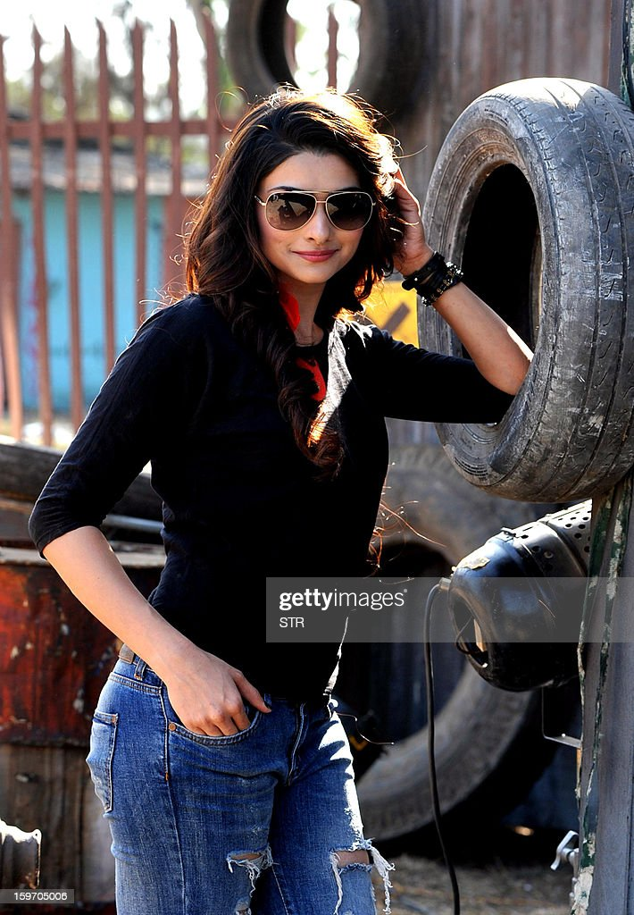 Indian Bollywood film actress Prachi Desai poses on location during the shooting of the upcoming Hindi film 'I Me Aur Main' song directed by debutant Kapil Sharma at Kamalistan Studio in Mumbai on January 18, 2013. AFP PHOTO