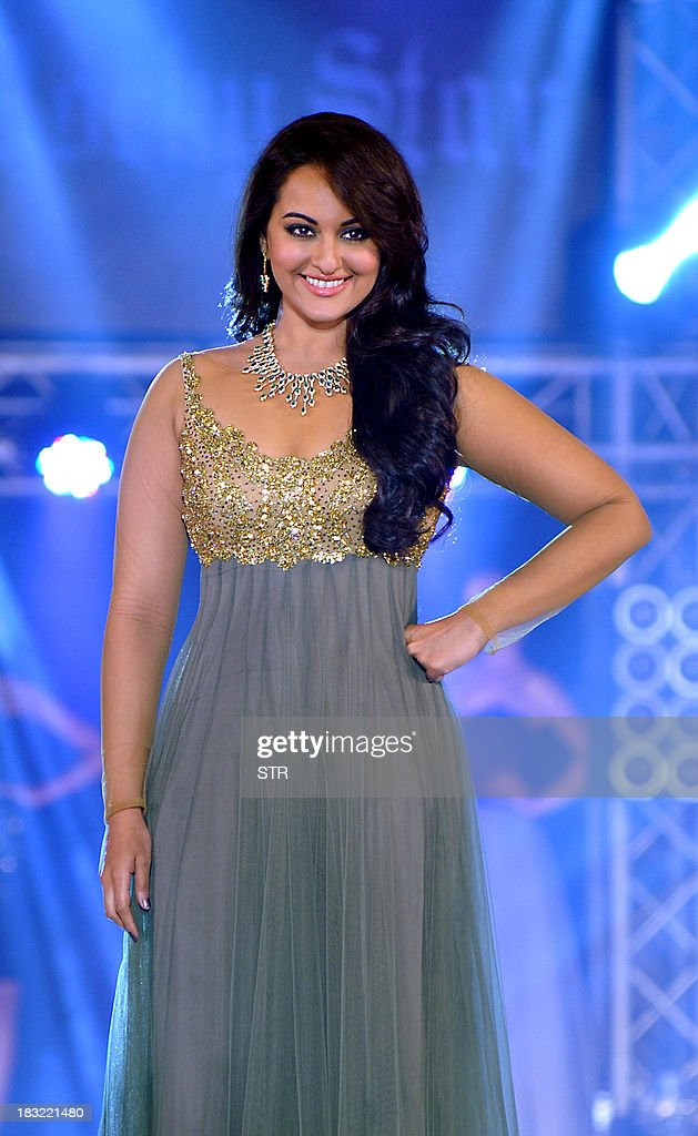 Indian Bollywood film actress <a gi-track='captionPersonalityLinkClicked' href=/galleries/search?phrase=Sonakshi+Sinha&family=editorial&specificpeople=5781347 ng-click='$event.stopPropagation()'>Sonakshi Sinha</a> walks the ramp during a fashion show at the 'India Bullion and Jewellery Awards' in Mumbai on October 5, 2013. AFP PHOTO