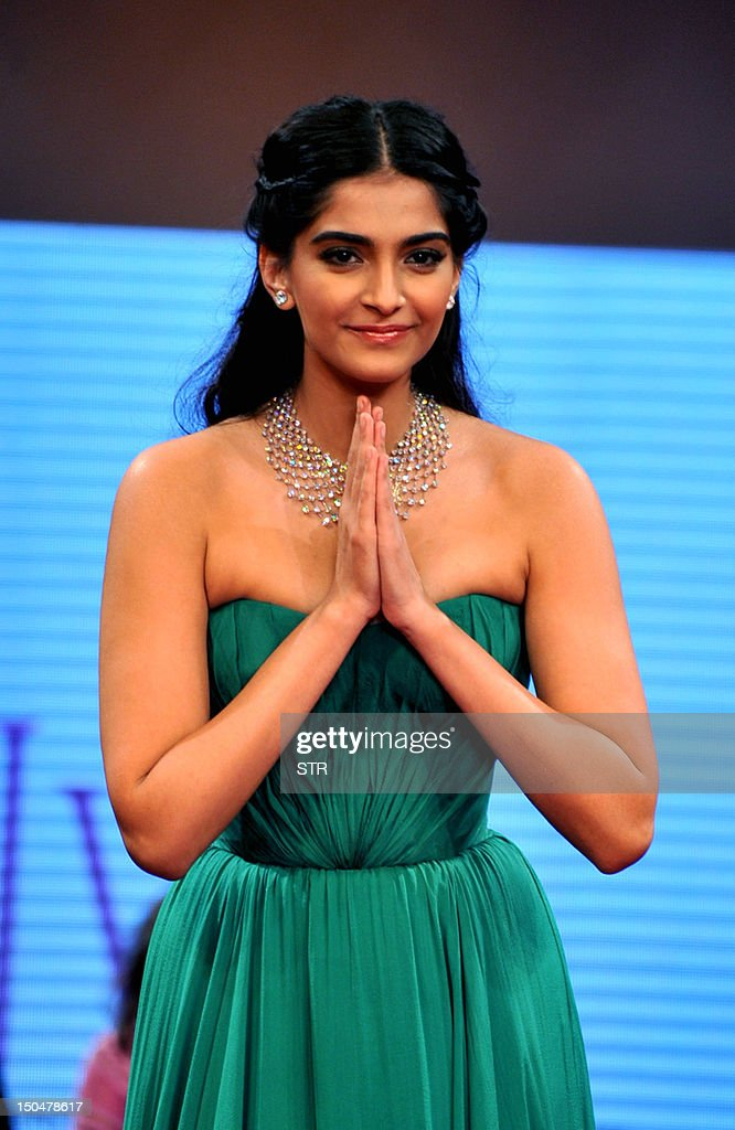 Indian Bollywood film actress Sonam Kapoor launches the First Day of India International Jewellery Week 2012 (IIJW) in Mumbai on August 19, 2012. AFP PHOTO