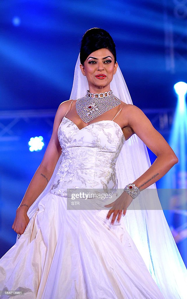 Indian Bollywood film actress <a gi-track='captionPersonalityLinkClicked' href=/galleries/search?phrase=Sushmita+Sen&family=editorial&specificpeople=728099 ng-click='$event.stopPropagation()'>Sushmita Sen</a> walks the ramp during a fashion show at the 'India Bullion and Jewellery Awards' in Mumbai on October 5, 2013.