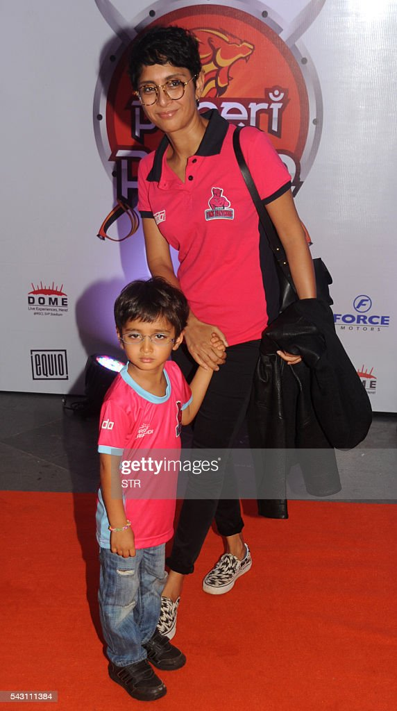 Indian Bollywood film director Kiran Rao and son Azad Rao Khan pose for a photogrpah during the opening ceremony for season four of the Pro-Kabaddi League in Mumbai on late June 25, 2016. / AFP / STR